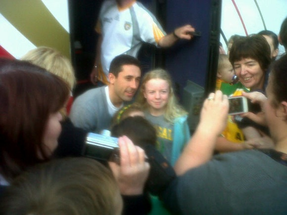 RORY KAVANAGH MEETS YOUNG FANS IN NEWTOWN