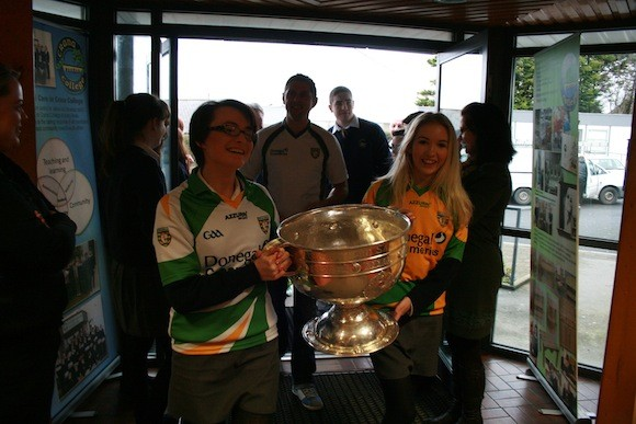 Aoife McMenamin and Tara O'Brien delighted to be the first to get their hands on the cup when Sam visited Crana College