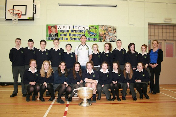Ryan Bradley with 3rd year Crana College students and teacher Aisling Heaney