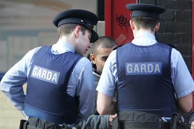 two-gardai-on-the-beat-752x501