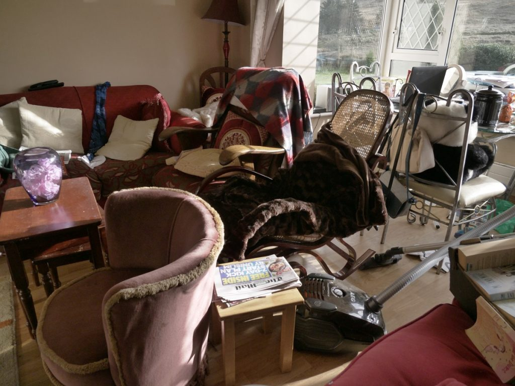 Desperate houses tv series visits kilcar mum and for Living room 18 x 12
