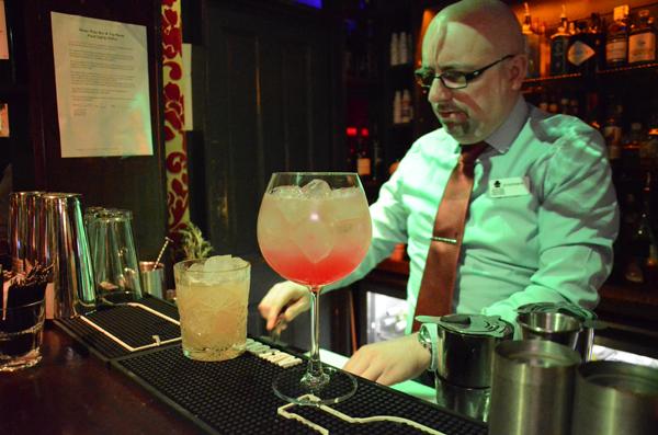 stephen-preparing-cocktails-1